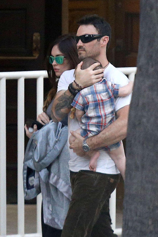 25. August 2013: Die schwangere Megan Fox und Brian Austin Green gehen mit Söhnchen Noah spazieren.