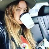 Olivia Wilde teilt diesen Schnappschuss auf Instagram und findet, dass sie bestens vorbereitet ist für die Gala.