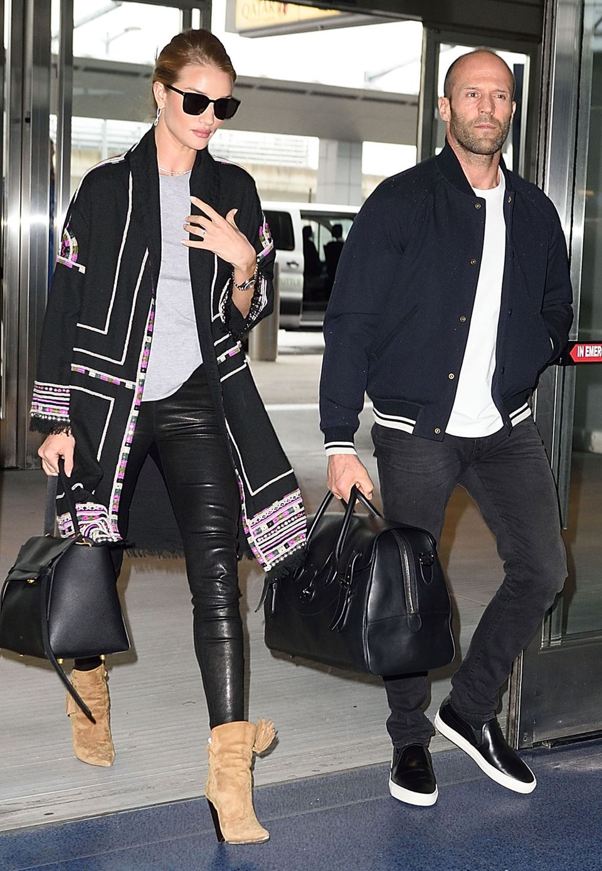 Tiefenentspannt: Als Pärchen sind Rosie und Jason Statham immer lässig unterwegs.
