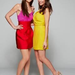 Gut gelaunt und farbenfroh posieren Elena Garcia Gerlach und Nadine Menz.