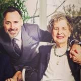 Muttertag 2016: David Furnish, Ehemann von Elton John, gedenkt seiner Mutter Gladys mit diesem privaten Schnappschuss.
