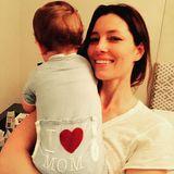 """""""Happy Mother's Day dieser wunderbaren Mutter und Ehefrau"""", schreibt Justin Timberlake zu diesem süßen Schnappschuss von seiner Liebsten Jessica Biel mit Söhnchen Silas."""