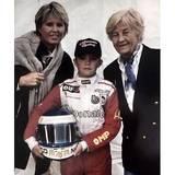 """Muttertag 2016: Dieser kleine Mann ist inzwischen ein Prof-Sportler: Formel-1-Pilot Nico Rosberg mit seiner Mutter und seiner Großmutter. Dazu schreibt er: """"Ich wünsche allen Müttern der Welt einen tollen Tag""""."""