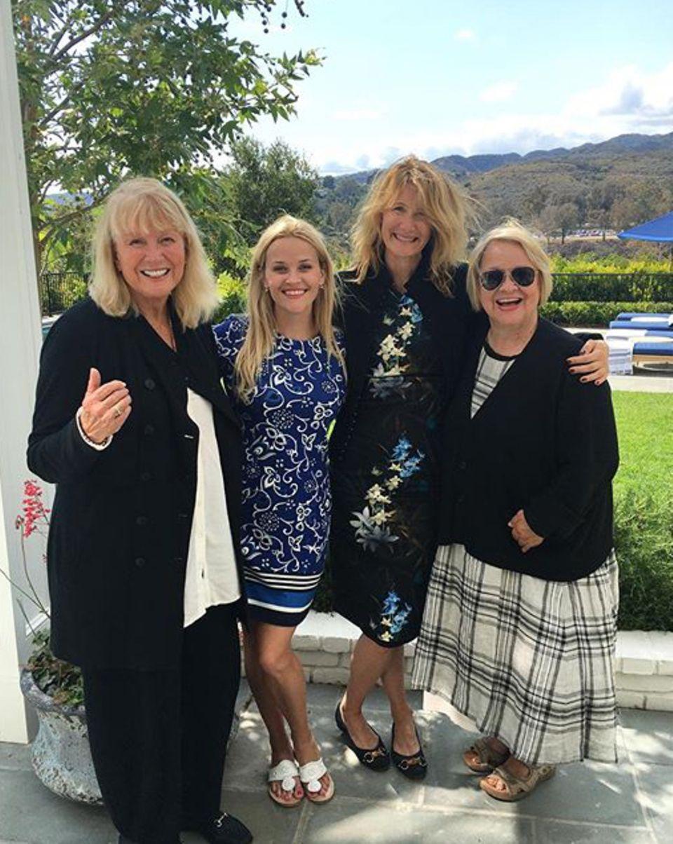 Reese Witherspoon macht sich mit Diane Ladd, Laura Dern und ihrer Mama einen schönen Tag.