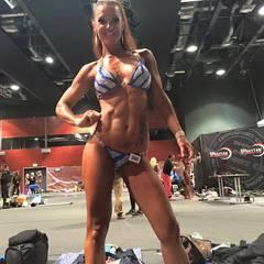 Nena Buddemeier   Einst wollte Nena Buddemeier um die Gunst von Bachelor Christian Tews buhlen. Heute widmet sie sich lieber ihrem Körper. Sie ist unter die Bodybuilder gegangen und zeigt ihren neuen, durchtrainierten Body der Öffentlichkeit.