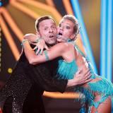 Let's Dance 2016: Show-Aus nach Sendung fünf: Ex-Profifußballer Thomas Häßler (mit Profitänzerin Regina Luca) tanzt sich mit seinem Cha Cha Cha aus der fünften Liveshow. Lediglich zehn Jury-Punkte und zu wenig Zuschaueranrufe - für Häßler ist damit Schluss.
