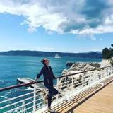 Alessandra Ambrosio genießt das schöne Wetter und die traumhafte Aussicht in Cannes in vollen Zügen.