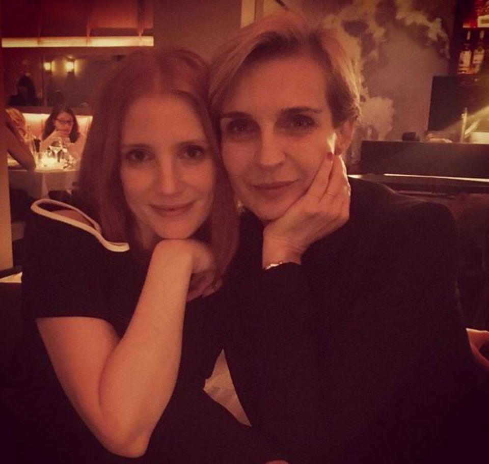 Jessica Chastain und Filmprodizentin Melita Nikolic tauschen sich am ersten Abend in Cannes bei einem Dinner aus.