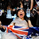 """Ganz aus dem Häuschen ist die Australierin Dami, die in Stockholm mit ihrem Lied """"Sound of Silence"""" den zweiten Platz holt."""
