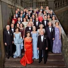 30. April 2016: Bankett  Das war ein Fest: Für ein Gruppenbild kommt die Geburstagsgesellschaft um König Carl Gustaf auf der Treppe des Königlichen Schloss gerne zusammen.