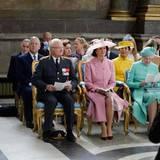 30. April: Te Deum  Das Königspaar sitzt in der Kirche natürlich ganz vorne. Neben ihnen: Königin Margrethe von Dänemark, eine Cousine von Carl Gustaf.