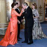 30. April 2016: Bankett  Galant küsst Leopold von Bayern die Hand von Königin Silvia.