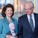 29. April 2016  Etwas skeptisch beäugt König Carl Gustaf sein Ebenbild das er zu seinem Ehrentag geschenkt bekommt.