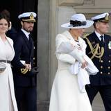 30. April 2016  Prinzessin Victoria hat Oscar auf dem Arm, Prinzessin Sofia kommt aber - sicherlich zur Enttäuschung vieler - ohne Söhnchen Alexander.