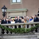 30. April 2016: Rathaus-Lunch  Die royalen Gäste haben einen guten Blick auf das Treiben an der Lejonbackens Terrasse.