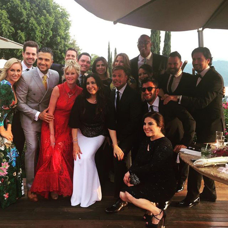 Melanie Griffith teilt ein Foto der Hochzeitsgesellschaft.