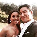 Mario Lopez teilt ein Selfie mit der strahlenden Braut.