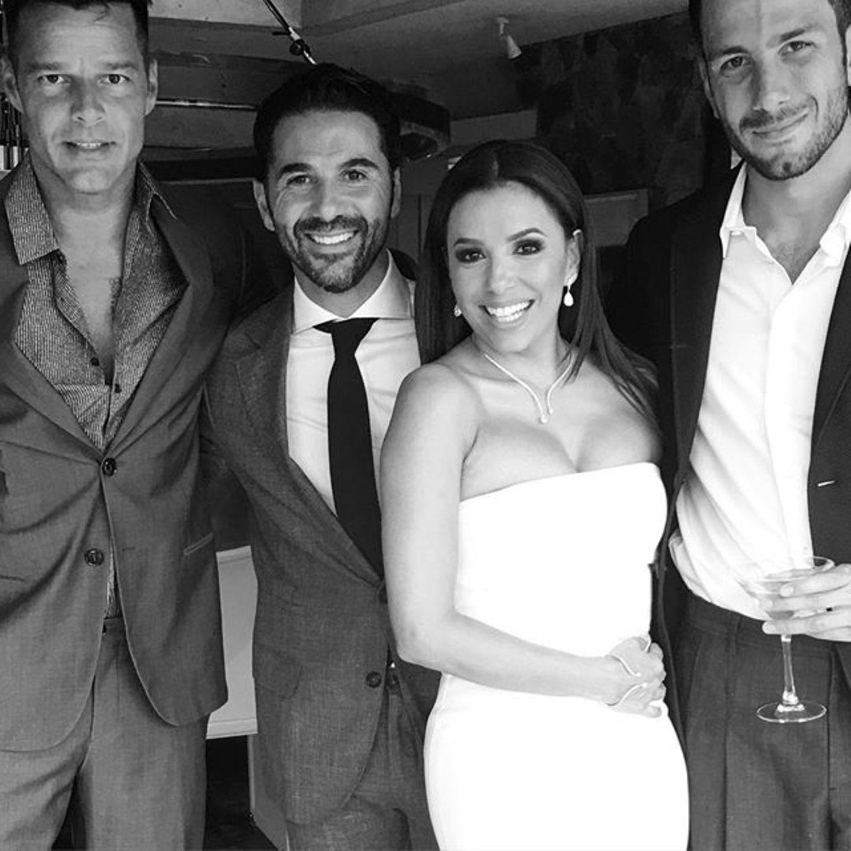 """""""Love is in the air!"""": Ricky Martin (l). posiert mit Eva Longoria und José Baston."""