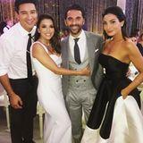 Mario Lopez und seine Frau Courtney freuen sich mit dem Brautpaar. Der Anzug von Jose Baston stammt übrigens vom italienischen Luxuslabel Brunello Cucinelli.