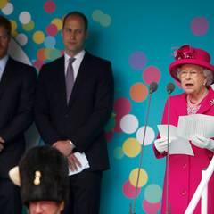 """12. Juni 2016: Patron's Lunch  Zur Überraschung auch der Fernsehkommentaroren hält die Queen eine kurze Rede, nachdem Prinz William vorgelegt hat. Er dankte seiner """"Granny"""", sie dankte all den Akteuren und den denjenigen, die die Wohltätigkeitsorganisationen am Laufen halten."""