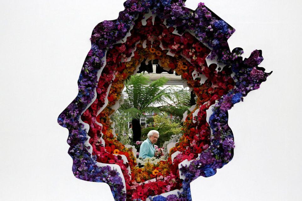 """Die """"Chelsea Flower Show"""" ist eine jährliche Gartenschau in London, die von der Royal Horticultural Society (RHS) veranstaltet wird. Queen Elizabeth darf sich in diesem Jahr über eine Blumeninstallation mit ihrem Profil freuen."""