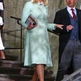 Auch Prinzessin Mette-Marit begeistert in Pastell. Der lindgrüne Tweed-Look der norwegischen Taufpatin gerade mit den hellblonden Haaren hervorragend.