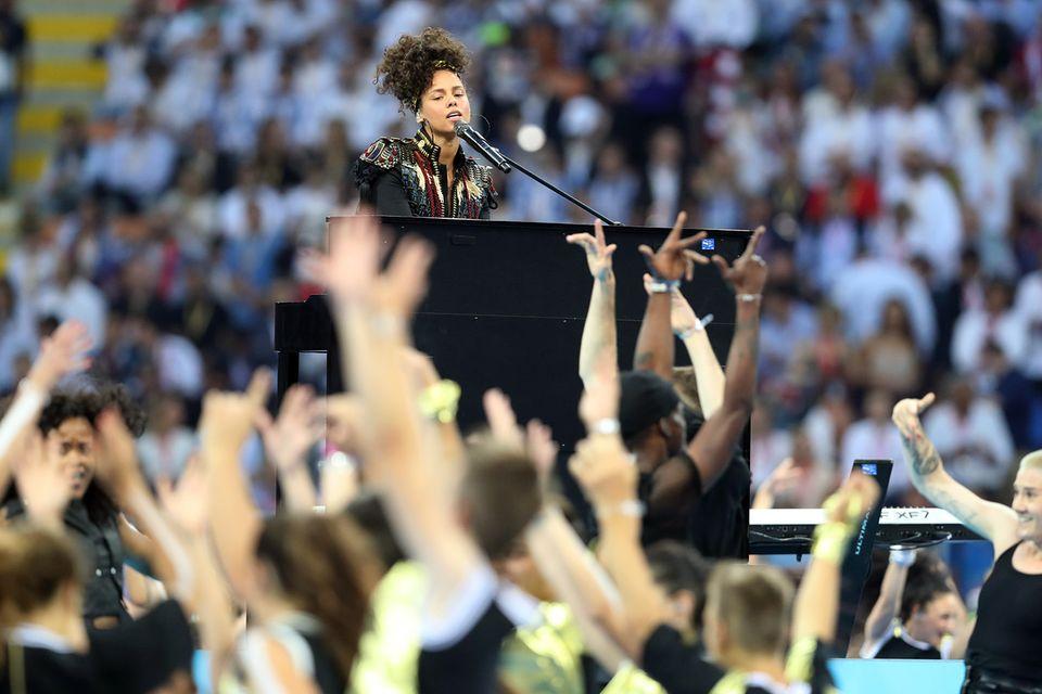 Alicia Keys sorgte vor dem Anpfiff für die musikalischen Untermalung des Finales.