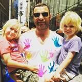 Mit diesem entzückenden Foto wünscht Naomi Watts ihrem Ex-Partner und Vater ihrer Söhne Sasha und Kai alles Gute zum Geburtstag. Liev Schreiber ist 49 Jahre alte geworden.