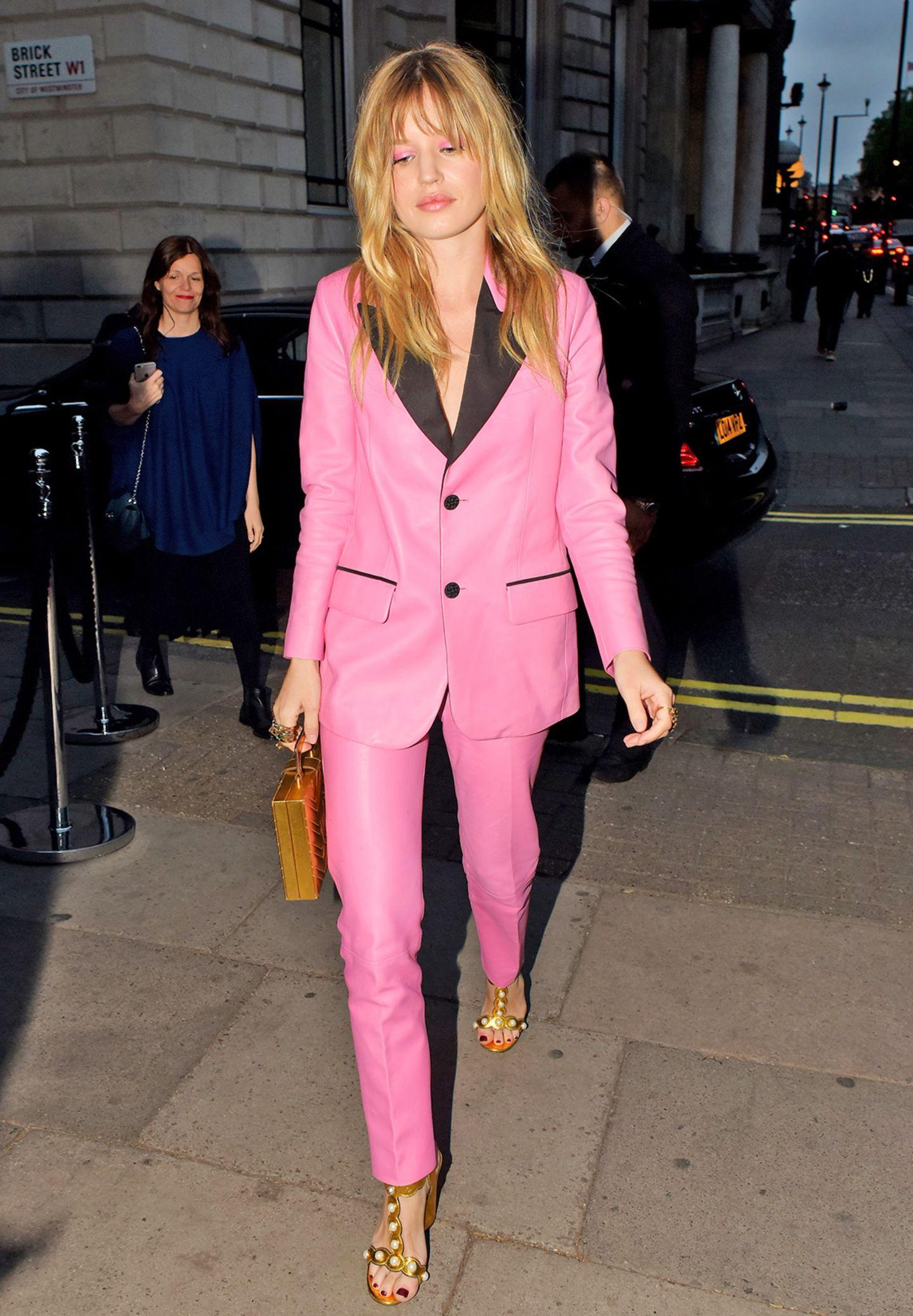 Georgia May Jagger strahlt bei der Aftershow-Party von Gucci komplett in Pink.