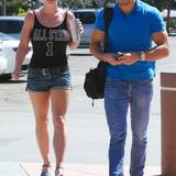 Die Umgebung scheint sicher zu sein: Britney Spears wirkt sehr entspannt und fühlt sich gut betreut an der Seite ihres Personenschützers.