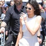 Das Topmodel Kendall Jenner diesem coolen Bodyguard. Er könnte als Hipster durchgehen, aber seine Schlagkraft überzeugt vermutlich mehr.