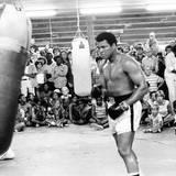 August 1978  Sparring vor der Presse: Muhammad Ali trainiert vor seinem zweiten Kampf gegen Leon Spinks in New Orleans.