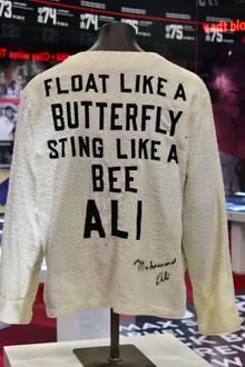 """März 2016  DIn London eröffnet die """"Mohammed Ali""""-Ausstellung. Es werden zahlreiche Erinnerungsstücke aus dem Leben des Boxers Cassius Clay gezeigt."""
