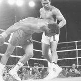 """Oktober 1974  Am 30. Oktober um 4 Uhr Ohrszeit kämpft Muhammad Ali in Kinshasa (heute Kongo) gegen George Foreman. Der Kampf geht als """"Rumble in the Jungle"""" in die Geschichte ein. Ali entscheidet den Kampf für sich."""