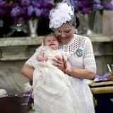 Prinz Oscar verbrachte den Taufgottesdienst überwiegend sehr ruhig und schlafend - bis auf einige wenige Momente, in denen er herzhaft brüllte.