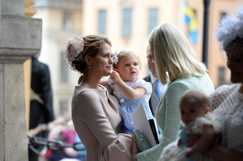 Was Leonore wohl denkt, als Prinzessin Mette-Marit mit ihr spricht? Ob sie sich über die Sprache der norwegischen Kronprinzessin wundert?