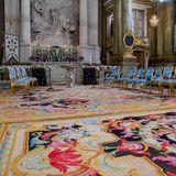 In der Kirche ist alles bereit: Und die beiden kleinen Stühle zeigen, dass mit Prinzessin Estelle und Prinzessin Leonore (deren Stuhl ganz rechts steht), zwei Mini-Royals mit dabei sein werden.