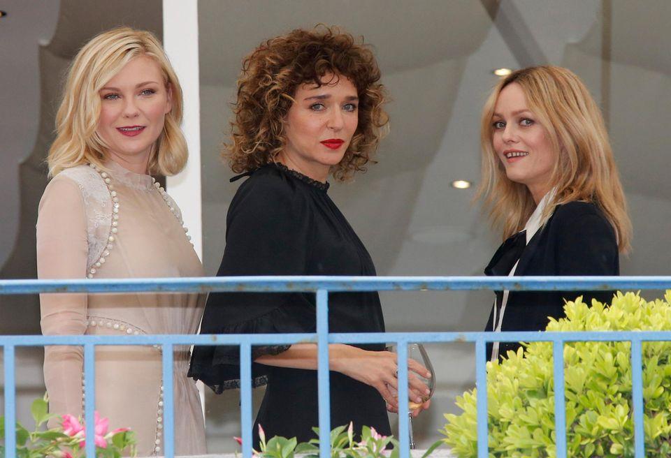 Kirsten Dunst, Valeria Golino und Vanessa Paradis sind drei von vier Frauen, die in der diesjährigen Jury sitzen. Insgesamt besteht die Jury aus neun Mitgliedern.