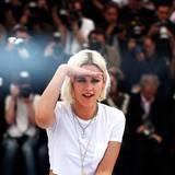 Kristen Stewart blickt in die Ferne: Gekonnt spielt sie mit den Kameras.