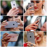 Selfiealarm: Wo man nur hinsieht, überall werden die Handys gezückt.