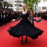 Dafür lieben wir Helen Mirren, sie weiß einfach wie man mit der Kamera flirtet.