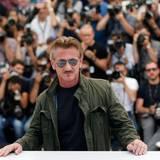 """Sean Penn stellt sich als Regisseur der Presse. Sein Film """"The last Face"""" wird in Cannes gezeigt."""