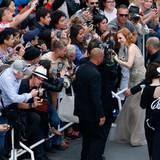 Jessica Chastain gibt fleißig Autogramme.