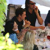 Sonne, gute Laune und leckeres Essen: Katy Perry und Orlando geniessen den Nachmittag mit Freunden beim Mittagessen.