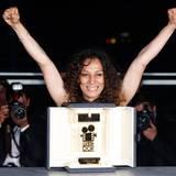 """Regisseurin Houda Benjamina freut sich über den Preis für den Beitrag """"Devines""""."""