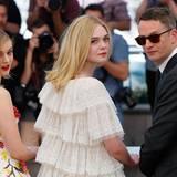 """Bella Heathcote, Elle Fanning und Regisseur Nicolas Winding Refn sind auch in Cannes und stellen """"The Neon Demon"""" vor."""