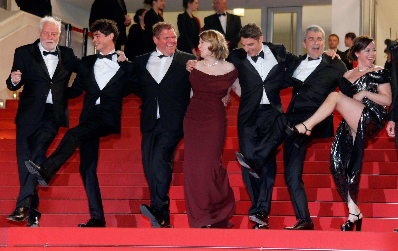"""Die Castmitglieder des Films """"Rester Vertical"""" legen eine kleine Tanzeinlage ein."""