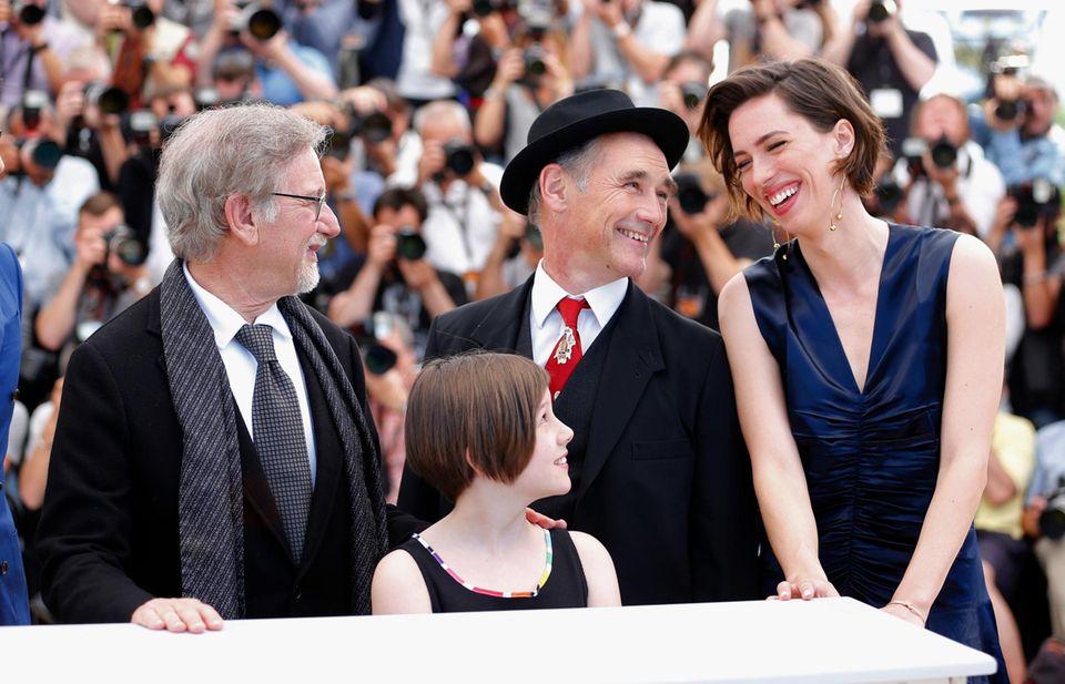 """Steven Spielberg stellt mit seinen Schauspielern Ruby Barnhill, Mark Rylance und Rebecca Hall den Film """"The BFG"""" (Le Bon Gros Geant) vor."""