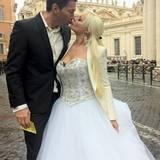 """Zweite Hochzeit? Daniela ist im Hochzeitskleid, gemeinsam mit ihrem Lucas, unterwegs in Rom. Die beiden sind für Dreharbeiten zu ihrer """"RTL 2""""-Doku unterwegs und auf dem Weg zum Vatikan, zur wöchentlichen Generalaudienz beim Papst. Frisch vermählte Paare, die dort in Hochzeitskleidung erscheinen, erhalten seinen Apostolischen Segen."""