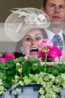Herzogin Catherine ist im Rennfieber! Ascot scheint ihr gut zu gefallen, und wir freuen uns jetzt schon auf viele weitere Rennbahn-Besuche der royalen Schönheit.